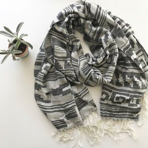 forever 21 aztec print fringe scarf grey cream wrap fall vibes cozy